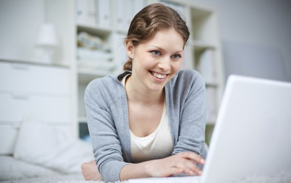 woman studying at the computer (c)iStock.com/ocg